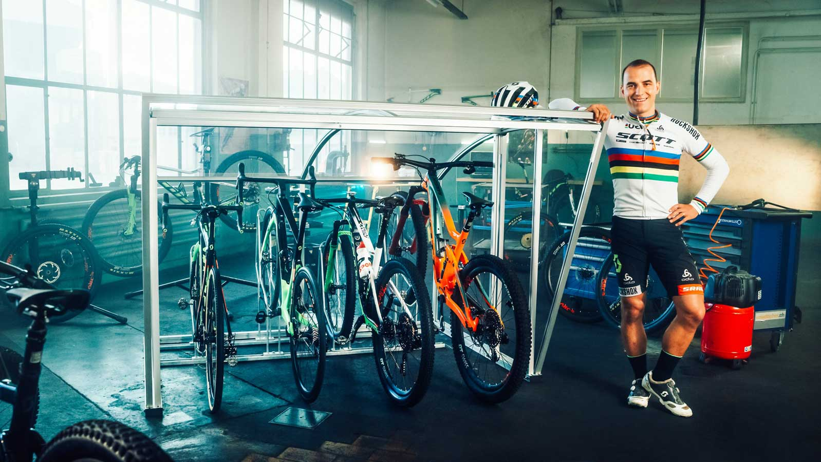Bicycle shelter from Velopa, presented by Nino Schurter